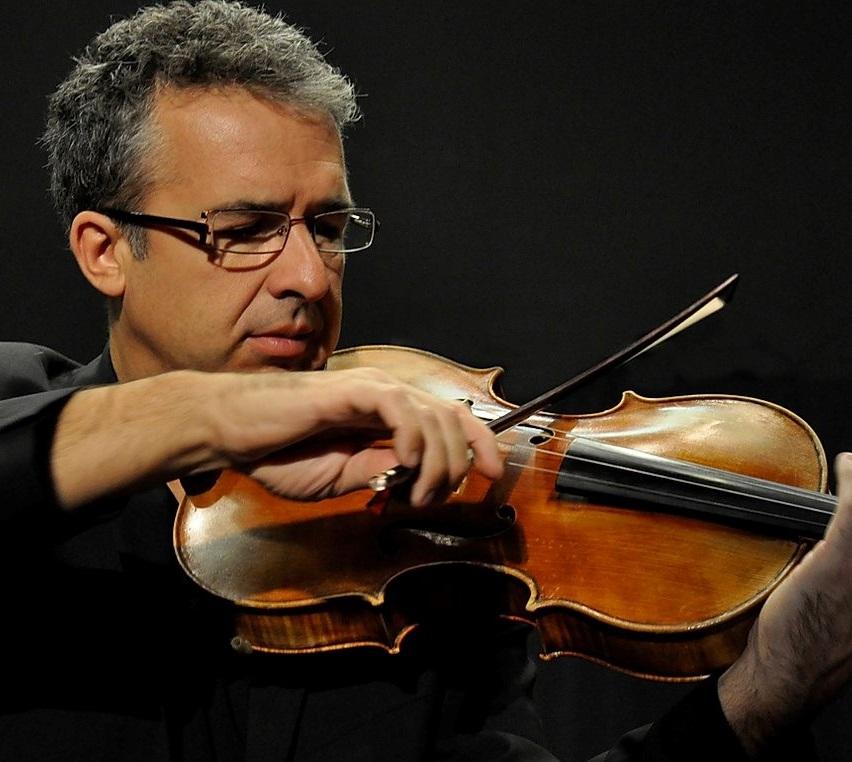 Photo de Antoine Dautry avec son violon alto