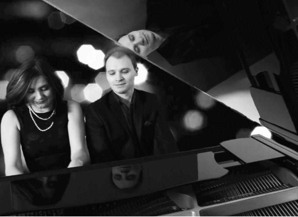 Le Dou Piano Montreal assises au piono