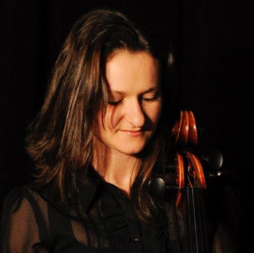 Photo de Medoly Giot tenant sa violoncelle