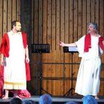 Deux chanteurs sur scène